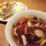 ウーティ野菜スープとパセリスコーンと紅茶のセット